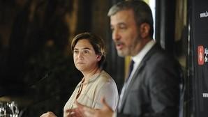 Colau, junto a Collboni, durante la presentación de su acuerdo con el PSC