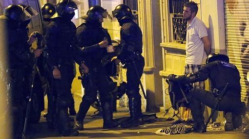 Los antidisturbios realizan un control en los alrededores de Gràcia