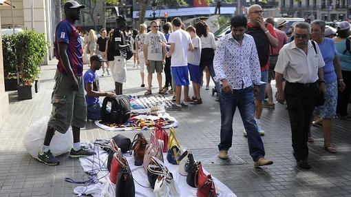 «Manteros» en las calles de Barcelona