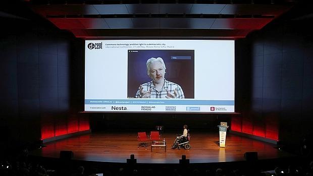 Pablo Soto durante la intervención por videoconferencia del fundador de WikiLeaks