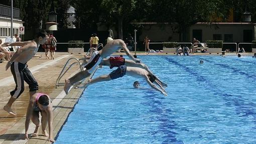 As son las mejores piscinas de madrid en azoteas en for Piscina francos rodriguez