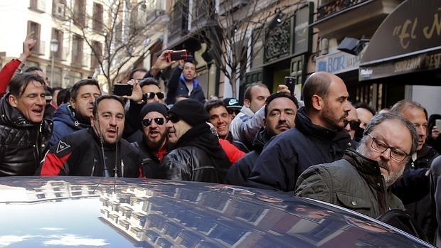 Javier Barbero, edil de Seguridad de Madrid, en el escrache de febrero