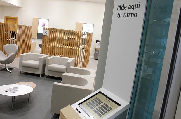 liberbank estrena nuevas oficinas en la regi n de cara al