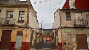 Oltra «anuncia» el mismo plan para rehabilitar el Cabanyal que Ribó firmó con el Consell hace 219 días