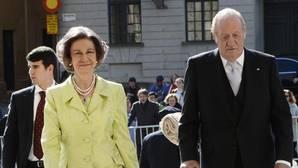 Don Juan Carlos y Doña Sofía en Estocolmo en la celebración del cumpleaños del Rey Carlos Gustavo de Suecia