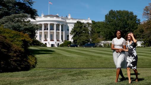 Doña Letizia y Michelle Obama se dirigen al huerto ecológico de la Casa Blanca, durante la visita de los Reyes a EE.UU. el pasado septiembre