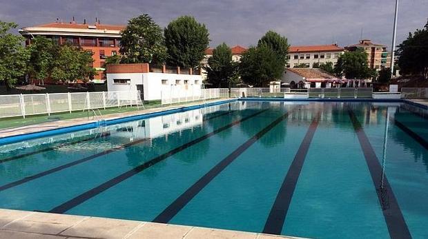 Las piscinas abrir n este s bado con los mismos precios de for Piscina desbordante precio