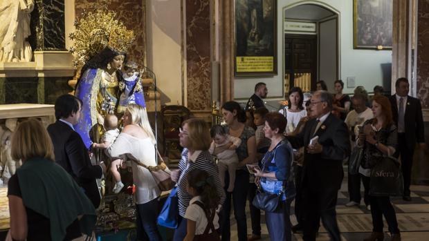 Imagen de la Virgen de los Desemparados