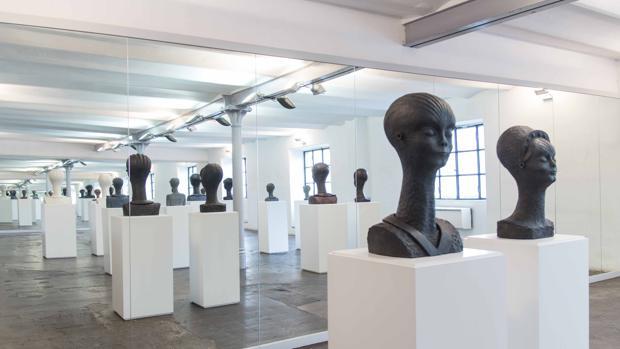 Las esculturas-alien de Llimós, en su taller de Barcelona