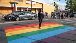 Polémica por un paso de cebra «gay» en Getafe que puede ser peligroso