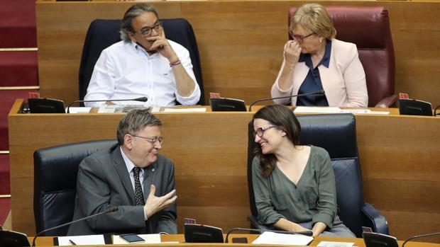 Imagen de archivo de Puig y Oltra en un pleno de las Cortes Valencianas