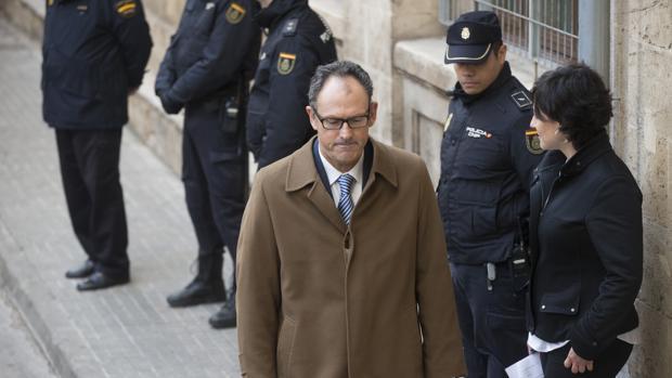 Hemeroteca: El abogado de Urdangarín critica la precondena de un ex jefe de Casa Real | Autor del artículo: Finanzas.com