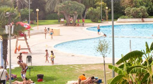 Las mejores piscinas para disfrutar el verano en valencia for Piscina parque benicalap