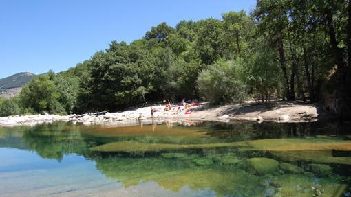 Cinco de las mejores piscinas para refrescarse este verano for Piscinas naturales sevilla