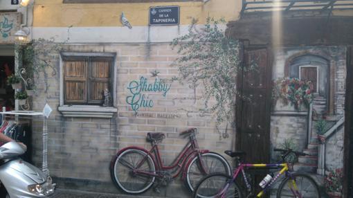 Imagen de un grafiti en la calle Tapinería