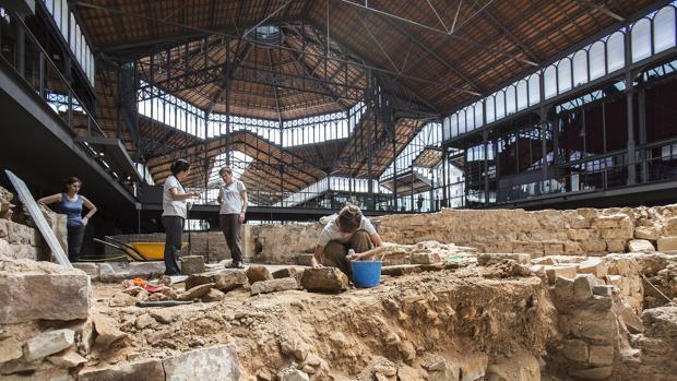 Estudiantes participan en la intervención arqueológica