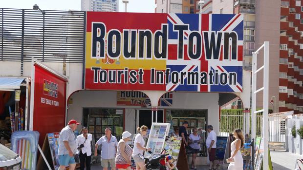 Imagen de un grupo de turistas británicos tomada en Benidorm la pasada semana