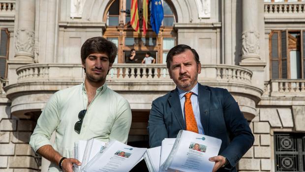 Ignacio Arsuaga presenta 200.000 firmas en favor de Monseñor Cañizares