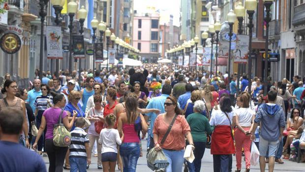 El turismo y el comercio impulsa el empleo en Canarias