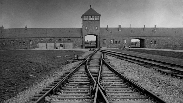 Auschwitz el canal de isabel ii recordar el gran drama for Oficinas canal isabel ii madrid