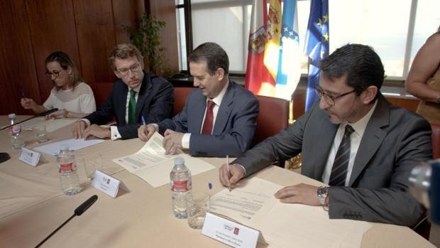 Firma de la incorporación de la ciudad olívica al Plan de Transporte Metropolitano la pasada semana