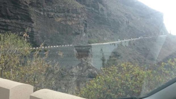 Hemeroteca: Rescatadas 150 personas aisladas en Tenerife tras producirse un derrumbe   Autor del artículo: Finanzas.com
