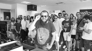 Algunos usuarios con las gafas de sol con disparador de selfies remoto.