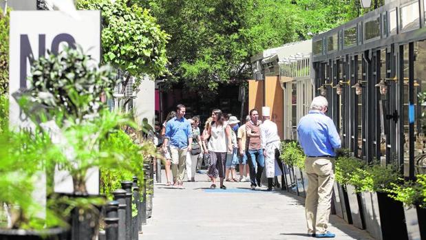 Los cerramientos de las terrazas de cuatro establecimientos de Puigcerdá estrechan varios metros la calle