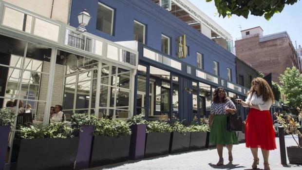 Los cerramientos de las terrazas de los locales de Puigcerdá que incumplen la normativa urbanística