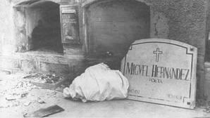 «Te mando 585 pesetas para la tumba de Miguel Hernández»