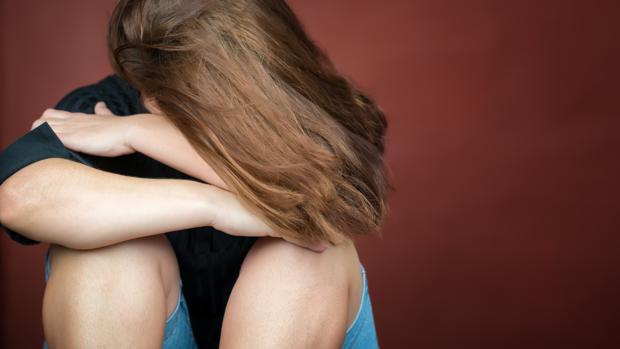 Joven adolescente víctima de un caso de violencia de género