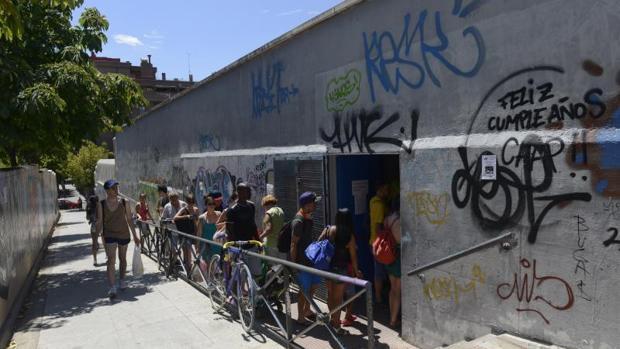 Historias de una jornada nudista en la piscina de arganzuela for Piscina municipal arganzuela