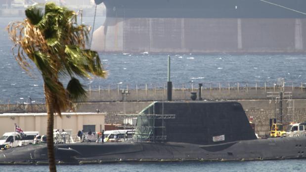 La Royal Navy retira los misiles del submarino accidentado en Gibraltar