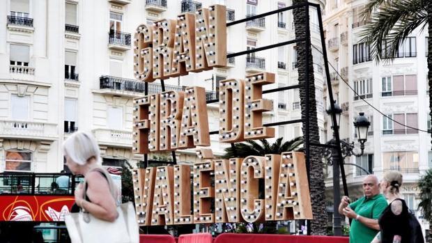 Cartel de la feria de julio de Valencia, con el nombre ya en valenciano