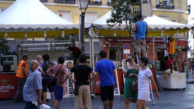 Las calles de embajadores y Lavapiés en el inicio de las fiestas de San Lorenzo
