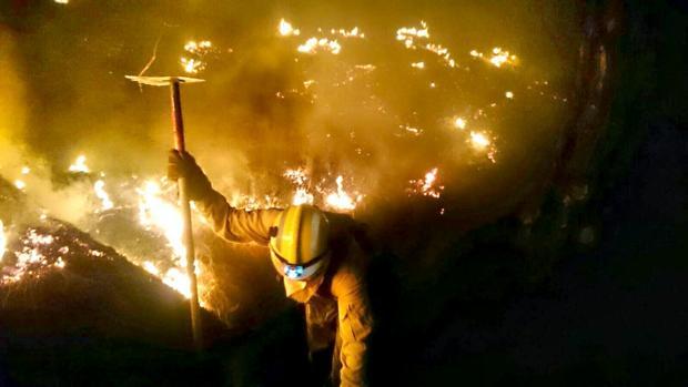 Hemeroteca: El infierno del fuego en La Palma se desboca en la zona de Mazo   Autor del artículo: Finanzas.com