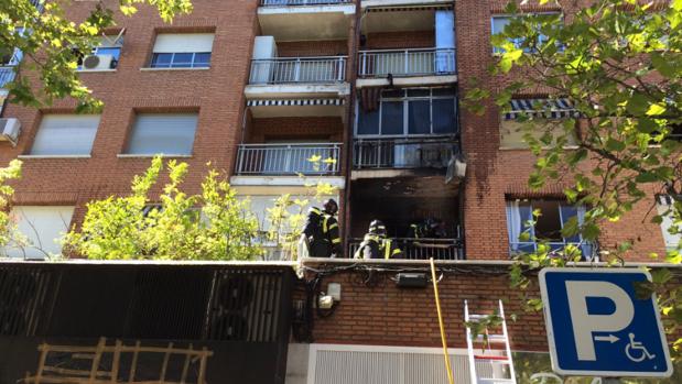Arden el sal n y la terraza de un piso de la calle alcal for Pisos en calle alcala madrid