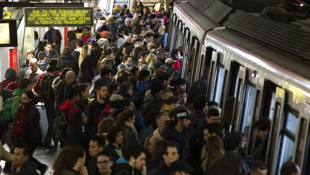 Hemeroteca: 120.000 euros, el sueldo medio de un directivo de Transportes de Barcelona   Autor del artículo: Finanzas.com