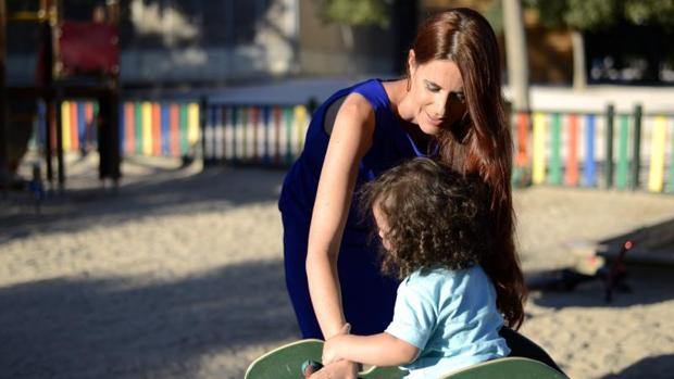 Hemeroteca: María Calazza, miss Galicia 2000: «Me han arrebatado a mi hijo»   Autor del artículo: Finanzas.com