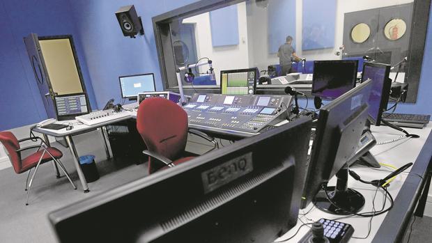 Hemeroteca: Carmena incluye en la escuela de radio un espacio para editoriales de opinión | Autor del artículo: Finanzas.com
