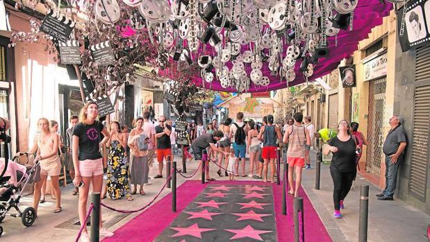 Detalle de la decoración de la calle Verdi