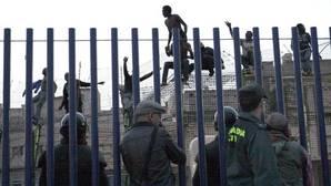 Cientos de inmigrantes de origen subsahariano protagonizan varios intentos de entrada a Melillla en distintos grupos