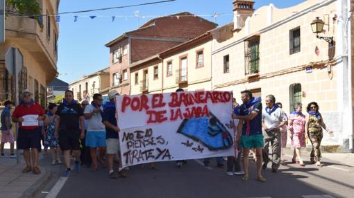 Los manifestantes en su recorrido hasta la plaza de Aldeanueva