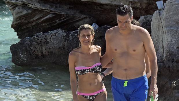 Pedro Sánchez junto a su mujer, Begoña Gómez, durante sus vacaciones familiares en Ibiza