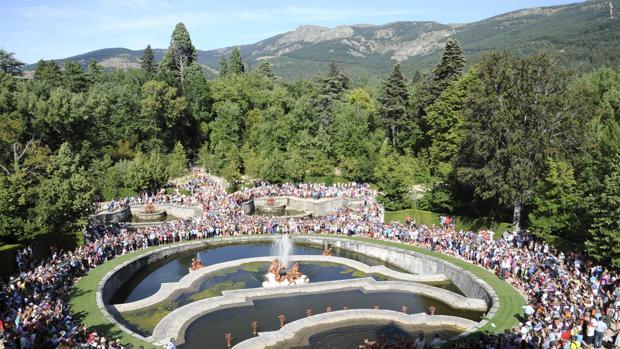 Cerca de 10.000 personas se han divertido con los juegos del agua de La Granja