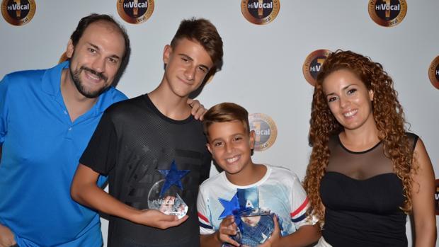Adexe & Nau, que versionan 'Andas En Mi Cabeza', con Jesús Serrano y Jezabel Pérez, de HiVocal