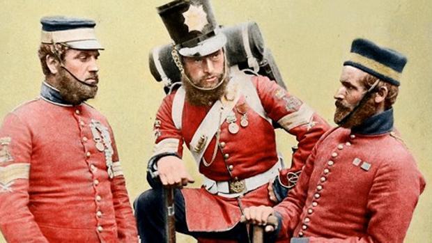 Militares británicos en la guerra de Crimea, en Siglo XIX, con el color rojo que se obtenía de la cochinilla
