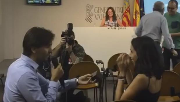 Hemeroteca: Piden matrimonio a una redactora de ABC en una rueda de prensa | Autor del artículo: Finanzas.com