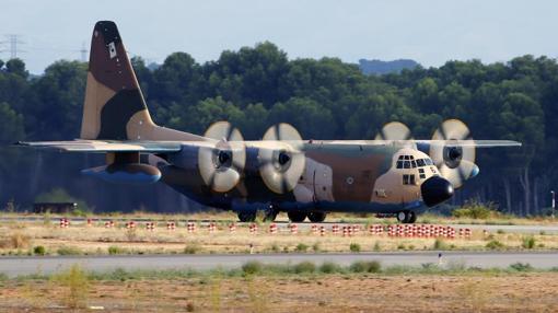 El avión Hércules que ha transportado los restos mortales del soldado