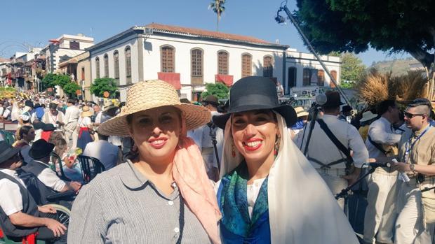 La viceconsejera Isabel Mena, y la vicepresidenta, Patricia Hernández, ambas del PSC, en Teror esta semana